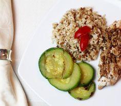Almoçando com sabor e saúde! Esse é mais um prato da @livupoficial o serviço de refeições saudáveis congeladas que escolhi para minha família. São refeições feitas com alimentos orgânicos e sem temperos industrializados. Acesse o site www.livup.com.br e conheça as opções e serviços! #livup #chriscastro #health #detox #nutritiontips #healthtips #saudável #viverbem #food #light #comidalight #saudavel