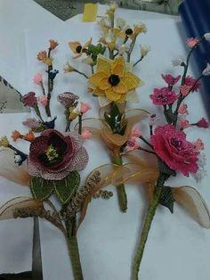Hobbies And Crafts, Floral Wreath, Wreaths, Table Decorations, Home Decor, Crochet Flowers, Flower Crowns, Door Wreaths, Deco Mesh Wreaths