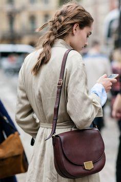 Street style à la Fashion Week printemps-été 2017 de Londres tresse