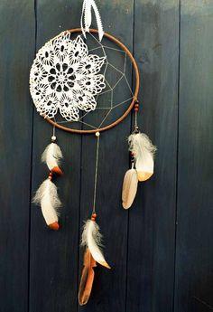 *** DIY : Deux idées d'attrape-rêves en dentelles - Esprit Cabane Idee Diy, Washi Tape, Dream Catcher, Macrame, Decoration, Concept Art, Crafty, Pergola Diy, Inspiration