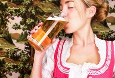 Si querés probar el verdadero sabor del encuentro, toma nota de esta receta y llena tu heladera de birra casera. ¿Probaste hacerla alguna vez? Contanos tu experiencia Barra Bar, Alcoholic Drinks, Cocktails, Hot Sauce Bottles, Stress Relief, Brewing, Beer, Tableware, Industrial