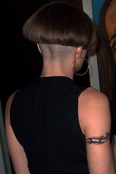 tatouée Shaved Bob, Shaved Nape, Very Short Bob, Very Short Haircuts, Short Hair Cuts, Short Hair Styles, One Length Bobs, Mushroom Hair, Bowl Haircuts