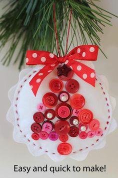 diy deco de Noël avec des boutons, Red Brolly Felt and Button Baubles #Noel #Christmas