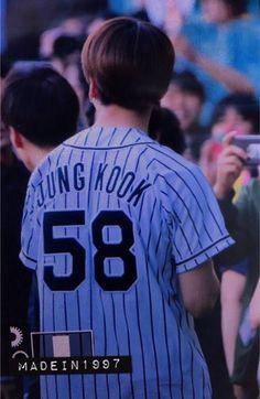 JungKook no jogo de beisebol Hanshin Tigers vs Nippon Ham Fighters [020617]