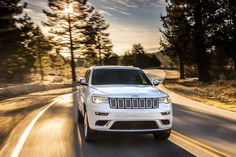 2017 Jeep Grand Cherokee Motion Wallpaper