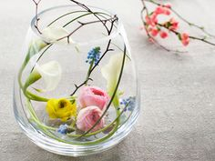 Tee itse pääsiäisasetelmia. Flower Quotes, Fairy Gardens, Helsinki, Glass Vase, Easter, Flowers, Home Decor, Decoration Home, Room Decor
