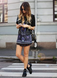 I love her shoes, and I'd be very happy if any of you know where I can get them. It would be perfect if I could buy them within sweden or eu.