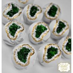 Emerald geode and marble cake bites for Sallie's 50 & Fabulous themed birthday celebration! Bolo Geode, Geode Cake, Pretty Cakes, Beautiful Cakes, Amazing Cakes, Marble Chocolate, Cake Chocolate, Cake Bites, Marble Cake
