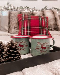 51 Pretty Christmas Decoration Ideas For Your Bedroom. Christmas is a special time of year. We are more generous, more forgiving and more inclined to focus on our loved ones. We tend to entertain more. Christmas On A Budget, Cozy Christmas, Rustic Christmas, Christmas Crafts, Christmas Ideas, Outdoor Christmas, Homemade Christmas, Primitive Christmas, Family Christmas
