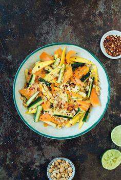 Opskrift: Salat med lynstegt squash og mango