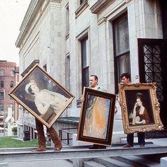 """""""En 1973, les collections quittent le Musée qui sera fermé pendant trois ans, pour la durée des travaux de réaménagement et d'agrandissement. La plus grande partie des oeuvres sera entreposée dans un immeuble du square Philipps."""" (Musée des Beaux-Arts de Montréal)"""