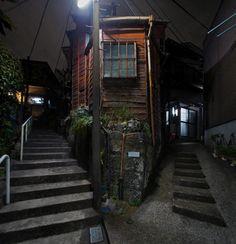 夜散歩のススメ「赤い建物の階段Y字路」東京都板橋区