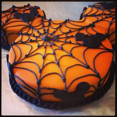 Eclair'z Mickey Mouse Halloween Cake! Have a Bootiful Happy Halloween!
