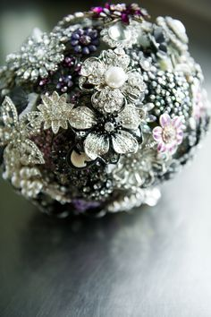 DIY antique broch bridal bouquet