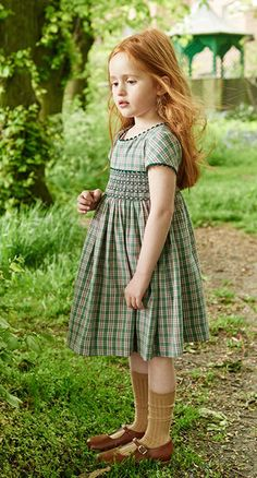 Ropa clásica para niños La Coqueta Kids She looks so sweet in this colorway! Girls Smocked Dresses, Baby Girl Dresses, Girls Summer Outfits, Kids Outfits, Young Fashion, Kids Fashion, Cute Little Girl Dresses, Baby Girl Dress Patterns, Smocks
