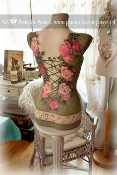 mannequin tailor - made by collage and decoupage Shabby Chic Mannequin, Mannequin Art, Dress Form Mannequin, Chabby Chic, Shabby Chic Pink, Boutique Jewelry Display, Couture Vintage, Sewing Room Decor, Ideas