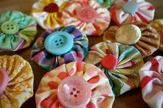 #yoyo_hair_clips ~ yo-yo clip tutorial, love how you connect the clip and fabric flower :)