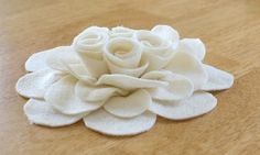 Rosas en tela   Para decorar lo que tu deseas y así tengan un nuevo estilo, y se vean como nuevo, pues es hacer bellas  rosas de tela , muy...