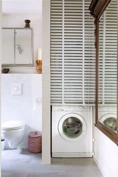 wasmachine wegwerken achter een horizontale jalouzie