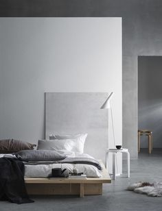 Natural bedroom styling - via Coco Lapine Design