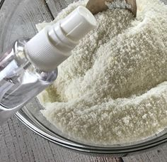 easy-to-make homemade natural dishwasher detergent tabs and they REALLY WORK! Cleans stuck-on food, gets silverware shiny, & glasses sparkling! DIY essential oil recipe for dishwasher detergent tabs. Dishwasher Tabs, Dishwasher Detergent, Essential Oils Cleaning, Household Cleaning Tips, Cleaning Hacks, Natural Laundry Detergent, Homemade Cleaning Supplies, Cleaners Homemade, Diy Cleaners