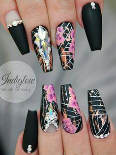 Here are some cute winter nail designs between black and silver glitter nails, black and gold glitter nails, and black marble nails designs. Black Marble Nails, Silver Glitter Nails, Black Coffin Nails, Nail Black, Fabulous Nails, Gorgeous Nails, Pretty Nails, Silver Nail Designs, Marble Nail Designs