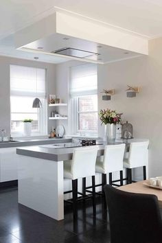 Ideas kitchen decor white cabinets cupboards for 2019 White Kitchen Cupboards, Kitchen Redo, White Cabinets, New Kitchen, Kitchen Remodel, Kitchen Dining, Kitchen Flooring, Kitchen Interior, Home Kitchens