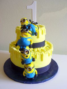 Birthday Cakes - Despicable Me cake with stacked MMF minions. Cake balls for the minions? Minion Torte, Bolo Minion, Minion Cakes, Pretty Cakes, Cute Cakes, Fondant Cakes, Cupcake Cakes, Despicable Me Cake, Minion Birthday