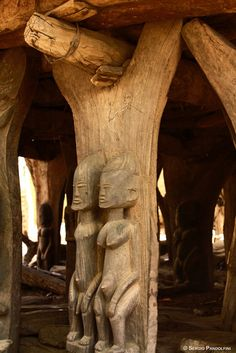 Africa | Togunà of Youdio: detail of wooden columns. Dogon Country, Mali | ©Sergio Pandolfini
