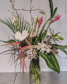 Fabulous Florist :: Grace Flowers Hawaii – Flirty Fleurs The Florist Blog – Inspiration for Floral Designers Tropical Vibes, Tropical Flowers, Atrium Design, Hotel Flowers, Flower Farmer, Spray Roses, Carnations, Amazing Flowers, Geraniums