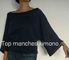 cousette - Tutos : tops manches kimono, chauve-souris et papillon - Tutos : tops manches kimono, chauve-souris et papillon Pop Couture, Couture Sewing, Couture Tops, Diy Clothing, Sewing Clothes, Sewing Patterns Free, Clothing Patterns, Diy Vetement, Mode Top