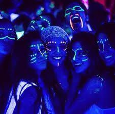Pintura facial na festa neon Neon Birthday, Birthday Parties, 13th Birthday, Birthday Makeup, Birthday Ideas, Pintura Facial Neon, Maquillage Phosphorescent, Tinta Neon, Neon Face Paint