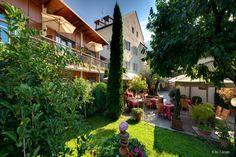 Das Hotel Traube ist der idealer Ausgangspunkt für den Altstadtbummel in den romantischen Lauben und Gasse. Hotels, Das Hotel, Old Town, Italy