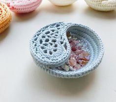 "Ravelry: 4"" Yin Yang Paisley Dish by goolgool | Galit Grosz Cabot"