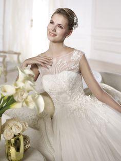 "Brautkleid Modell ""Orba"" aus der Pronovias Brautmoden Kollektion 2014."