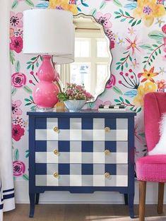 Mix & match plaid and floral interior design. Easy Home Decor, Cheap Home Decor, Living Room Decor, Bedroom Decor, Home And Deco, Colorful Decor, Home Decor Inspiration, Decor Ideas, Furniture Makeover