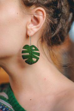 Check out Green Monsterra leaf earrings on eteniren