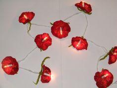 10 er Lichterkette mit roten Filzblüten