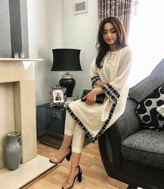 Beautiful Pakistani Dresses, Pakistani Formal Dresses, Pakistani Fashion Party Wear, Pakistani Dress Design, Pakistani Outfits, Pakistani Girl, Pakistani Bridal, Dress Indian Style, Indian Fashion Dresses