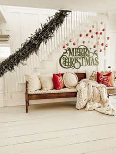 DIY Christmas decorations are fun projects to do with your family and friends. At the same time, DIY Christmas decorations … Decoration Christmas, Farmhouse Christmas Decor, Noel Christmas, Diy Christmas Ornaments, All Things Christmas, Winter Christmas, Xmas Decorations, Holiday Decor, Hanging Ornaments