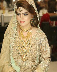 Gold Jewelry In Italy Tikka Jewelry, Bridal Jewelry, Gold Jewelry, Jewellery, Bridal Outfits, Bridal Dresses, Wedding Makeover, Pakistan Wedding, Stylish Dresses For Girls