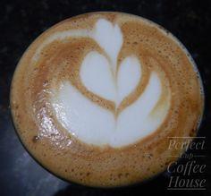 Hmmmm, cheirinho de manhã! Ou seria de café? 🤔😂 Bom dia pessoal!  #perfectcupch #coffee #cafe #espresso #latteart #flatwhite #wholebeans #cafesdobrasil #shot #nofilter