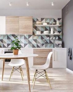 Светло серые стены на кухне