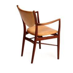 Finn Juhl: A teak armchair. Seat and back upholstered with light brown leather. Model BO 72. Manufactured by Bovirke.