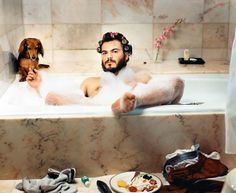 Jack Black (and a dog !) by Martin Schoeller / Jack Black en bonne compagnie Martin Schoeller, Jack Black, Annette Bening, Long Haired Dachshund, Dachshund Love, Daschund, Black Dachshund, Annie Leibovitz, Diane Keaton
