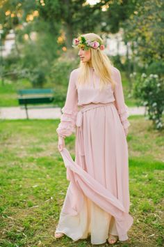 Greece wedding inspiration shoot that plays off the country's natural beauty in eclectic, unconventional style that is perfect for the ever-avant-garde Wedding Groom, Bride Groom, Wedding Sunglasses, Greece Fashion, Alternative Wedding Dresses, Greece Wedding, Newlyweds, Wedding Styles, Wedding Inspiration