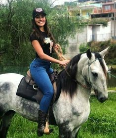 Rodeo Girls, Rodeo Cowgirl, Cowboy Up, Country Women, Country Girls, Sexy Cowgirl Outfits, Cow Girl Outfits, Beautiful Horses, Beautiful Women