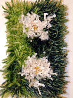 Miniryijyjä: Mielikuvia metsästä | Punomo Fabric Art, Fabric Crafts, Rya Rug, Latch Hook Rugs, Textiles, Green Carpet, Weaving Techniques, Rug Hooking, Handmade Rugs