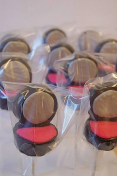 Compact makeup cake pops oh oh might have to make these for her party, super cute