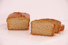 """Ya tengo preparado el desayuno de estos próximos días. Esta semana cambio el pan tostado con aceite o con mantequilla y mermelada por este bizcocho que además, no tiene tantas calorías como uno normal: """"Bizcocho light, con harina de avena integral"""". Está hecho con harina de avena integral, yogur desnatado y azúcar con stevia (se necesita la mitad de la cantidad que pondríamos de azúcar normal). Queda muy jugoso y con riquísimo sabor a limón,¡me encanta!. ¡Espero que os guste!. Ingr..."""